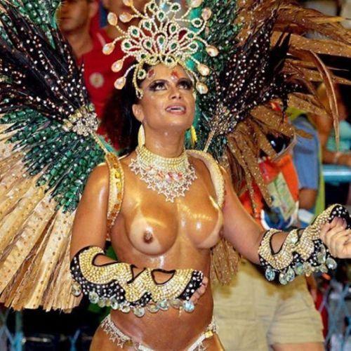 外国人がサンバカーニバルで過激におっぱいを露出しちゃうエロ画像 33枚 No.12