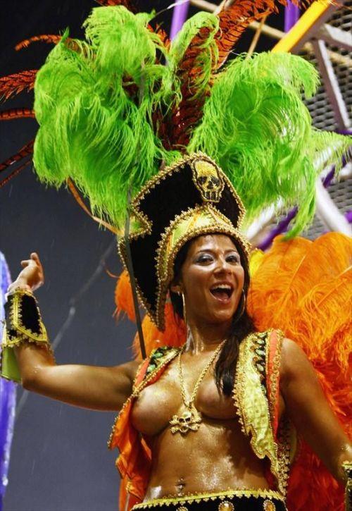 外国人がサンバカーニバルで過激におっぱいを露出しちゃうエロ画像 33枚 No.19