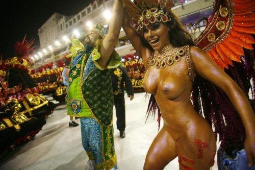 外国人がサンバカーニバルで過激におっぱいを露出しちゃうエロ画像 33枚 No.23