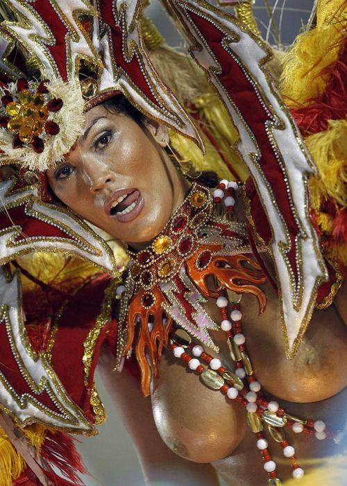 外国人がサンバカーニバルで過激におっぱいを露出しちゃうエロ画像 33枚 No.24