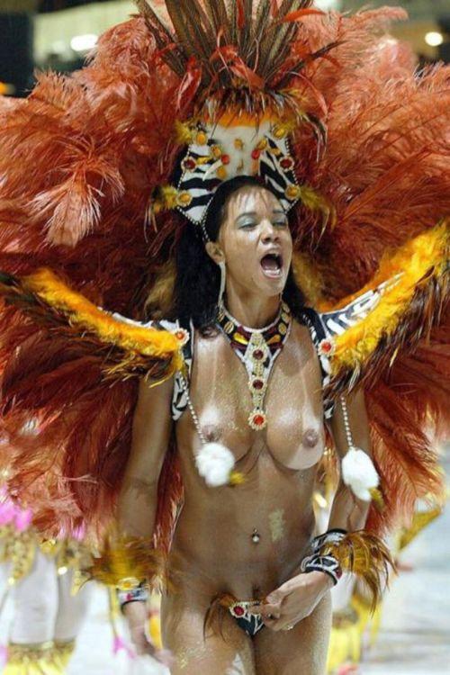外国人がサンバカーニバルで過激におっぱいを露出しちゃうエロ画像 33枚 No.26