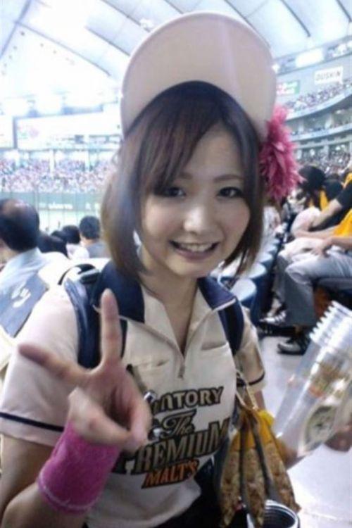 【即バボ】プロ野球場のビール売り子の笑顔が可愛いすぎwww 38枚 No.3
