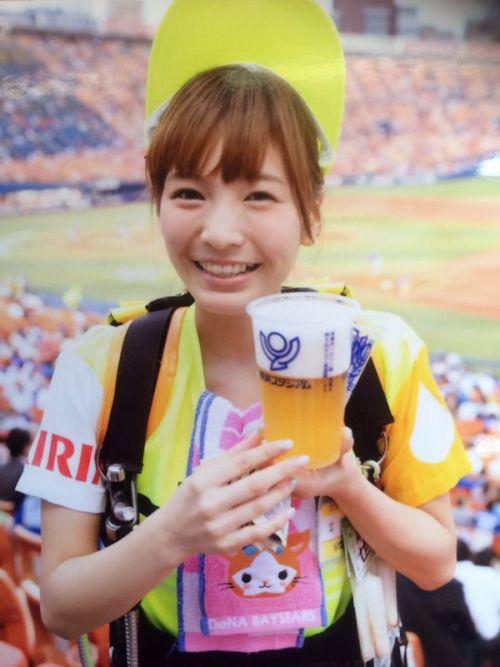 【即バボ】プロ野球場のビール売り子の笑顔が可愛いすぎwww 38枚 No.15