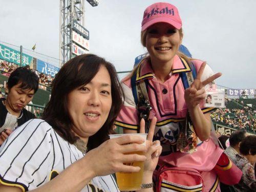 【即バボ】プロ野球場のビール売り子の笑顔が可愛いすぎwww 38枚 No.17