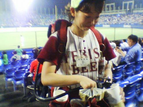 【即バボ】プロ野球場のビール売り子の笑顔が可愛いすぎwww 38枚 No.18