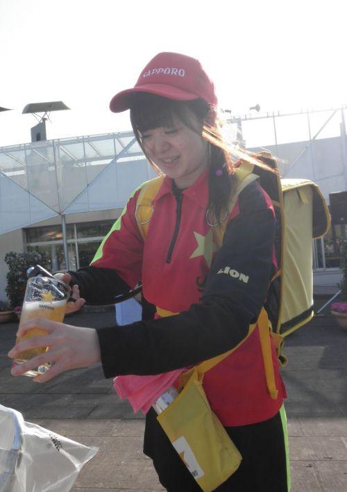 【即バボ】プロ野球場のビール売り子の笑顔が可愛いすぎwww 38枚 No.19