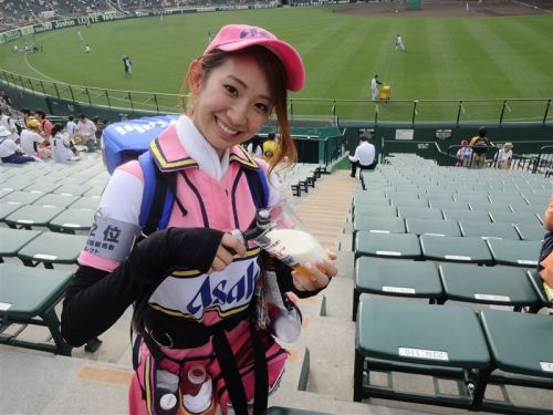 【即バボ】プロ野球場のビール売り子の笑顔が可愛いすぎwww 38枚 No.21