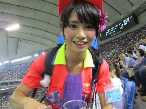 【即バボ】プロ野球場のビール売り子の笑顔が可愛いすぎwww 38枚 No.34