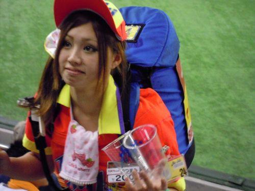 【即バボ】プロ野球場のビール売り子の笑顔が可愛いすぎwww 38枚 No.36