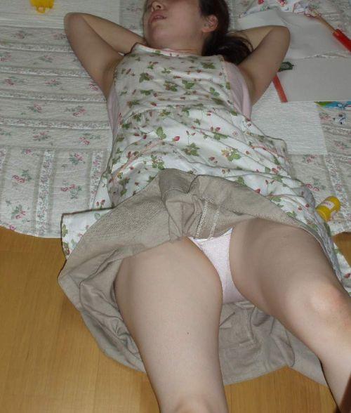 【画像】家の中で下着姿のまま寝てる彼女を盗撮した結果www 35枚 No.12