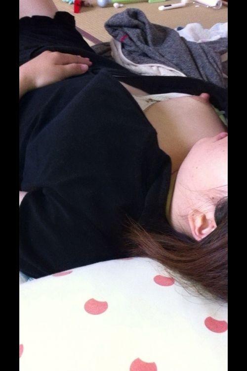 【画像】家の中で下着姿のまま寝てる彼女を盗撮した結果www 35枚 No.33