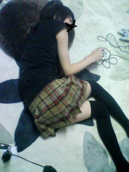 【画像】家の中で下着姿のまま寝てる彼女を盗撮した結果www 35枚 No.35