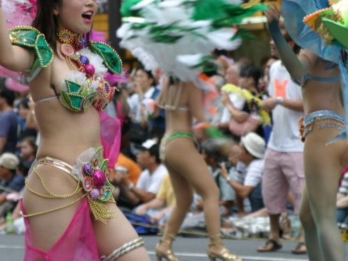 【エロ画像】日本人でもサンバ衣装なら人前で過激に露出しちゃう件ww 38枚 No.1