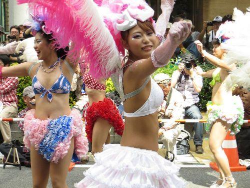 【エロ画像】日本人でもサンバ衣装なら人前で過激に露出しちゃう件ww 38枚 No.2