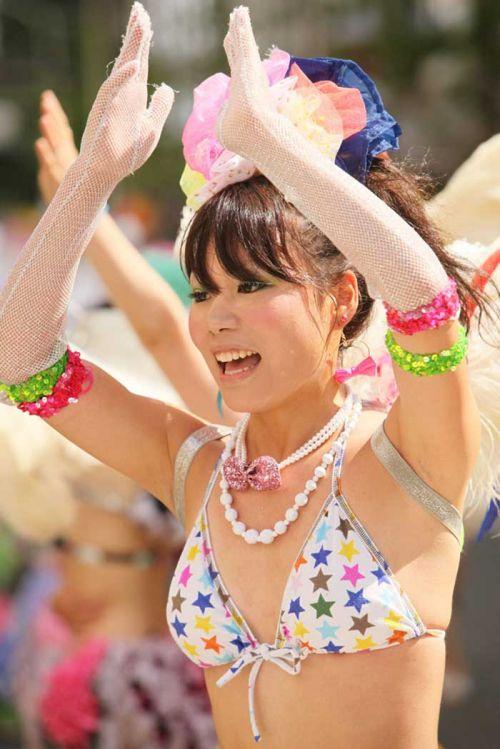 【エロ画像】日本人でもサンバ衣装なら人前で過激に露出しちゃう件ww 38枚 No.6