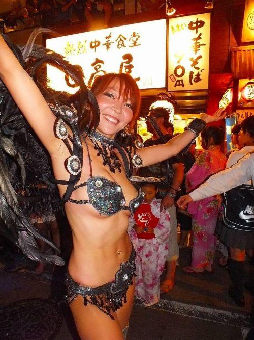 【エロ画像】日本人でもサンバ衣装なら人前で過激に露出しちゃう件ww 38枚 No.8