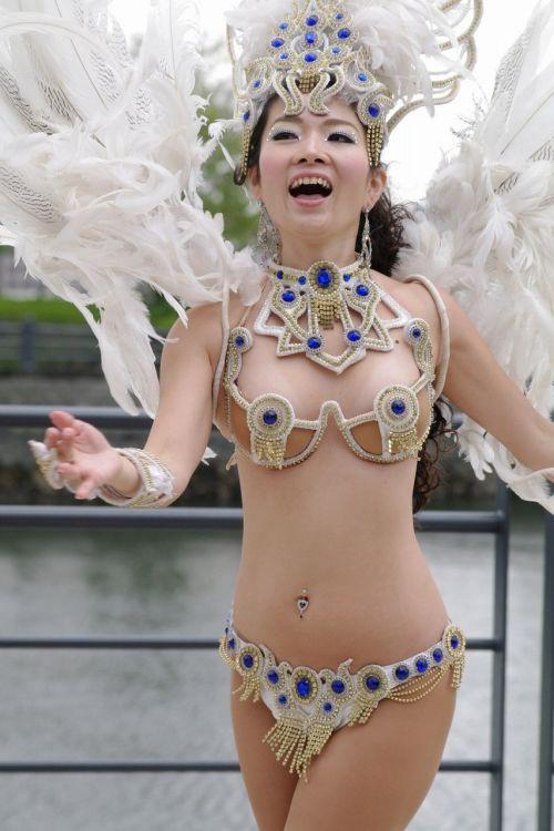 【エロ画像】日本人でもサンバ衣装なら人前で過激に露出しちゃう件ww 38枚 No.24
