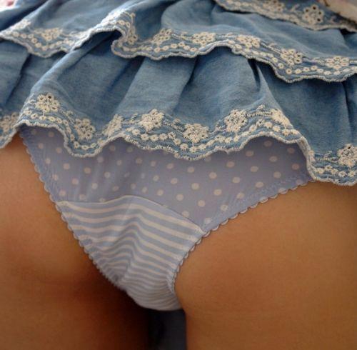 イチゴ柄、縞パン、チェック柄のパンティ履いた女の子の股間エロ画像 36枚 No.36