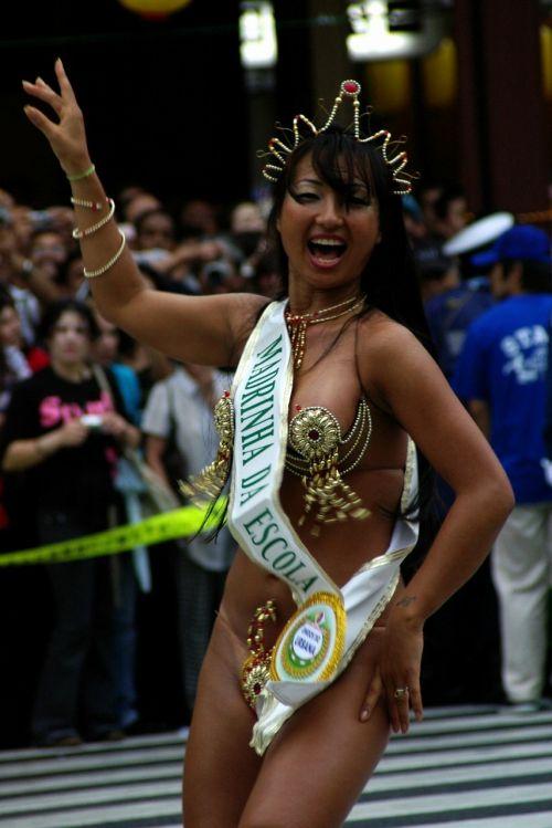 【画像】外国人のサンバカーニバルの太ももとお尻がデカくてエロ杉内www 33枚 No.19