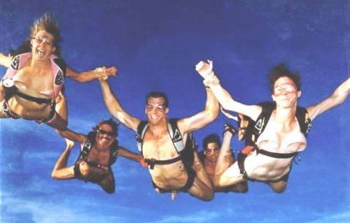 【海外】全裸スカイダイビング中のおっぱいの形って気になるよなwww 38枚 No.14
