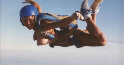 【海外】全裸スカイダイビング中のおっぱいの形って気になるよなwww 38枚 No.30