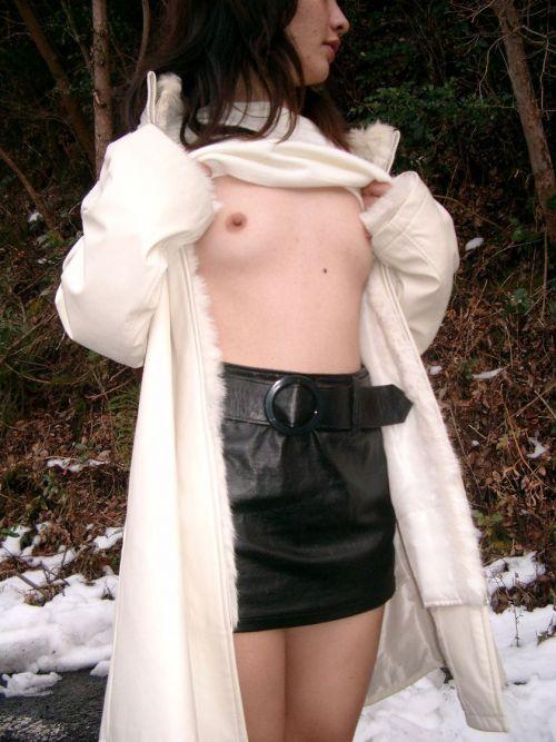 雪国で全裸露出しちゃうクレイジー美女達のおふざけがエロ過ぎるwww 36枚 No.4