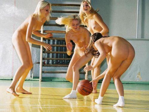 女子アスリートが引き締まった肉体で全裸スポーツしてるエロ画像! 31枚 No.1
