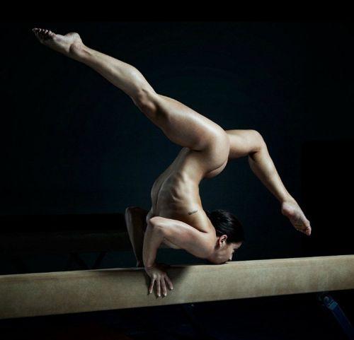 女子アスリートが引き締まった肉体で全裸スポーツしてるエロ画像! 31枚 No.23
