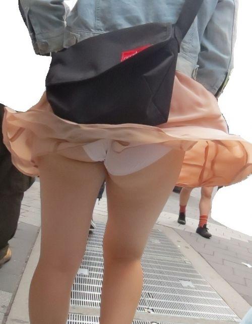強風で舞い上がるスカートでめくれ上がる風パンチラのエロ画像 35枚 No.6