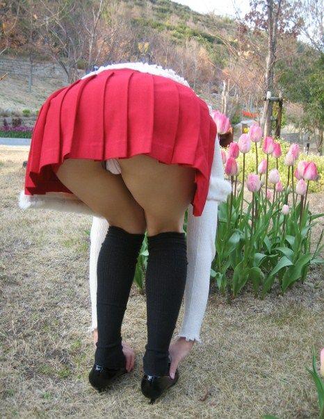 強風で舞い上がるスカートでめくれ上がる風パンチラのエロ画像 35枚 No.24