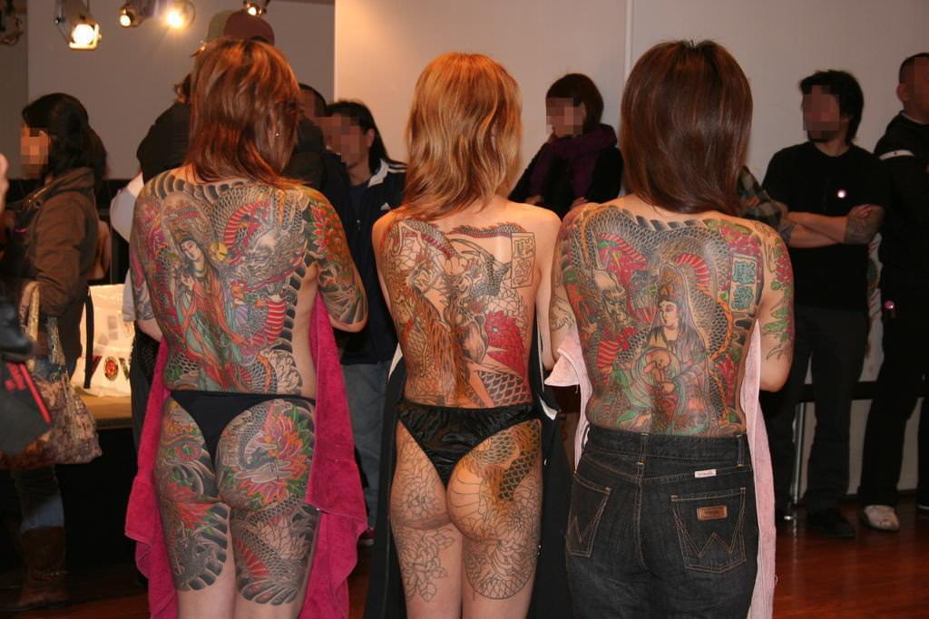 背中に刺青・タトゥーを大胆に入れちゃう外国人モデル達のえろ写真 45枚