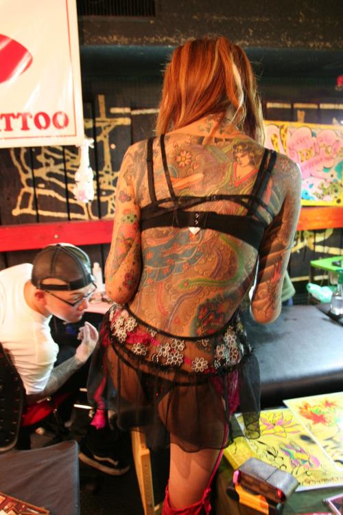 背中に刺青・タトゥーを大胆に入れちゃう外国人美女達のエロ画像 45枚 No.7