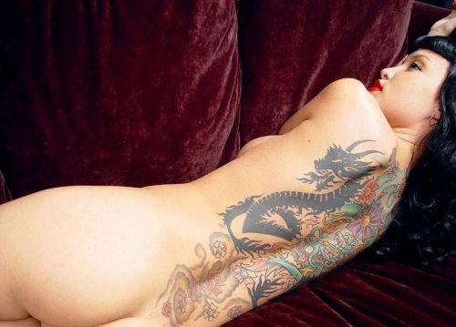 背中に刺青・タトゥーを大胆に入れちゃう外国人美女達のエロ画像 45枚 No.9