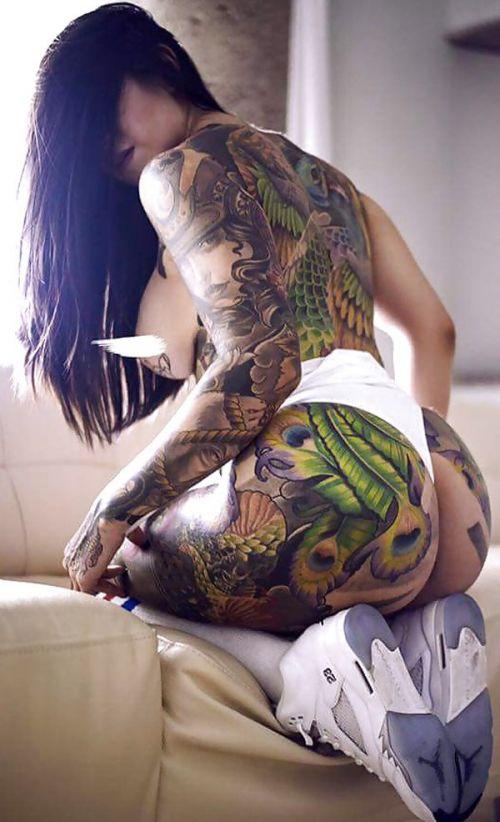 背中に刺青・タトゥーを大胆に入れちゃう外国人美女達のエロ画像 45枚 No.10