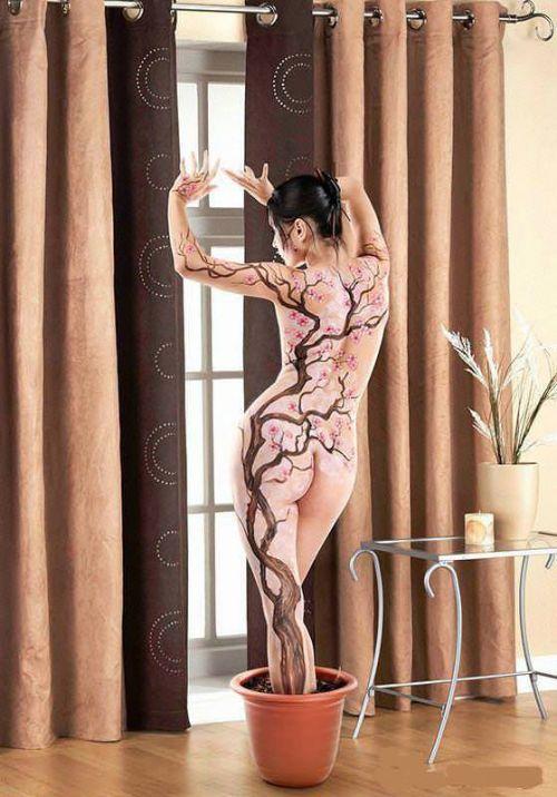 背中に刺青・タトゥーを大胆に入れちゃう外国人美女達のエロ画像 45枚 No.15