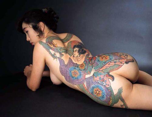 背中に刺青・タトゥーを大胆に入れちゃう外国人美女達のエロ画像 45枚 No.21