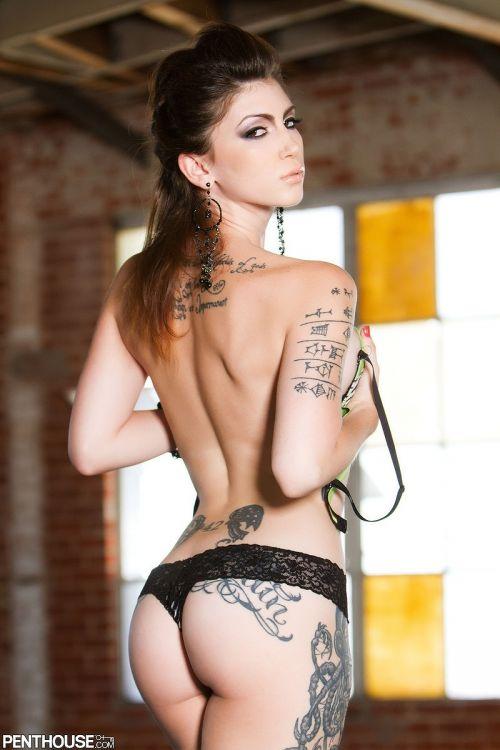 背中に刺青・タトゥーを大胆に入れちゃう外国人美女達のエロ画像 45枚 No.23