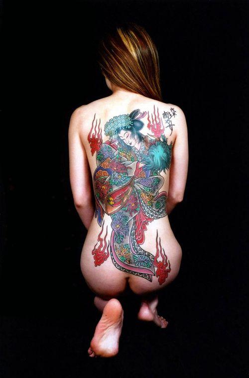 背中に刺青・タトゥーを大胆に入れちゃう外国人美女達のエロ画像 45枚 No.26