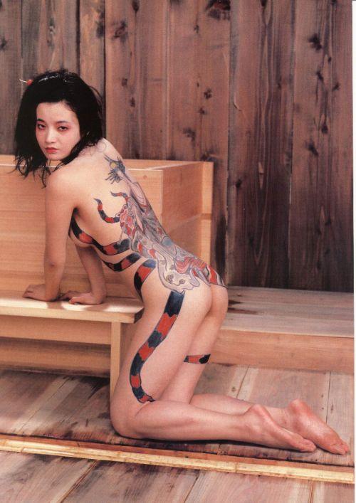 背中に刺青・タトゥーを大胆に入れちゃう外国人美女達のエロ画像 45枚 No.32