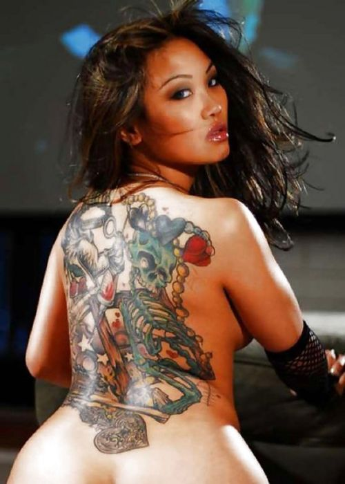 背中に刺青・タトゥーを大胆に入れちゃう外国人美女達のエロ画像 45枚 No.34