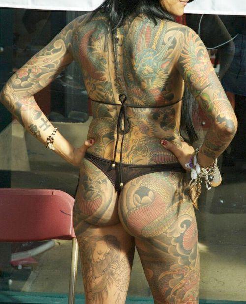 背中に刺青・タトゥーを大胆に入れちゃう外国人美女達のエロ画像 45枚 No.36