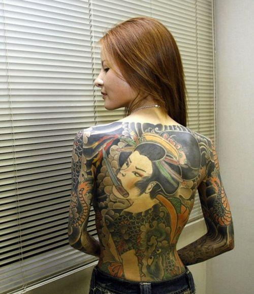 背中に刺青・タトゥーを大胆に入れちゃう外国人美女達のエロ画像 45枚 No.45