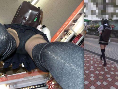 本屋で立ち読みしてる隙だらけなJKのケツを逆さ撮りした盗撮画像 32枚 No.8