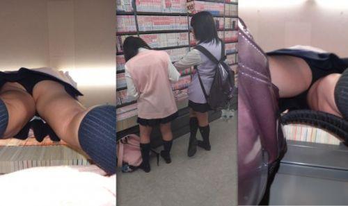本屋で立ち読みしてる隙だらけなJKのケツを逆さ撮りした盗撮画像 32枚 No.19