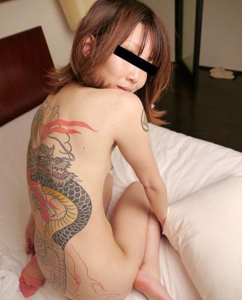 刺青を入れた女の子の股間やおっぱいにムラムラしちゃうエロ画像 34枚 No.23