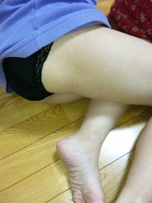 【画像】これはアカン!家で過ごす妹や姉の格好がエロ過ぎてツライ! 34枚 No.2