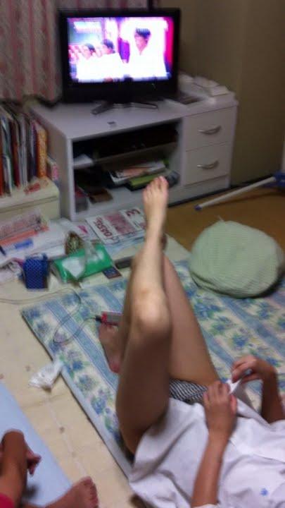 【画像】これはアカン!家で過ごす妹や姉の格好がエロ過ぎてツライ! 34枚 No.4