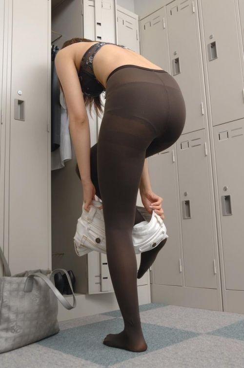 温泉・銭湯の更衣室で着替えてる可愛い女の子の盗撮エロ画像 31枚 No.7