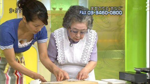 芸能人胸チラ画像!TVに映った女子アナ・タレントの上乳エロ画像 34枚 No.11