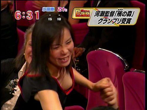 芸能人胸チラ画像!TVに映った女子アナ・タレントの上乳エロ画像 34枚 No.12